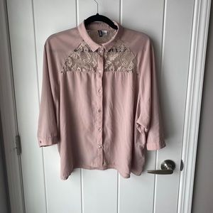 Lace quarter sleeve button up